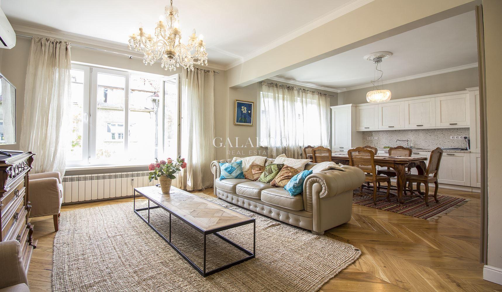 Стилно обзаведен тристаен апартамент в Докторска градина под наем