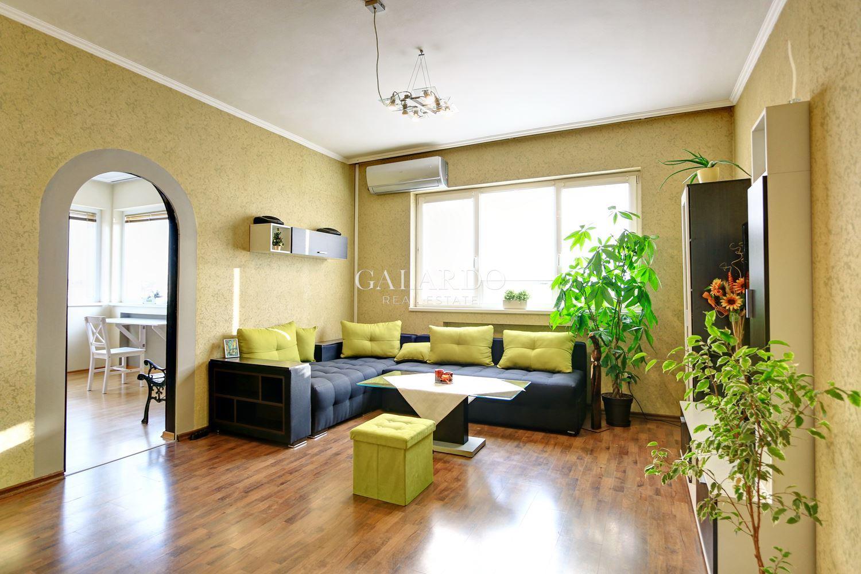 Прекрасен тристаен апартамент на бул. Витоша до НДК