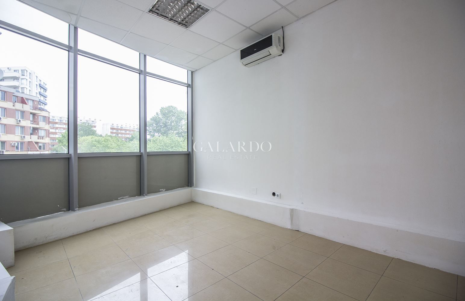 Самостоятелна офис сграда в Студентски град
