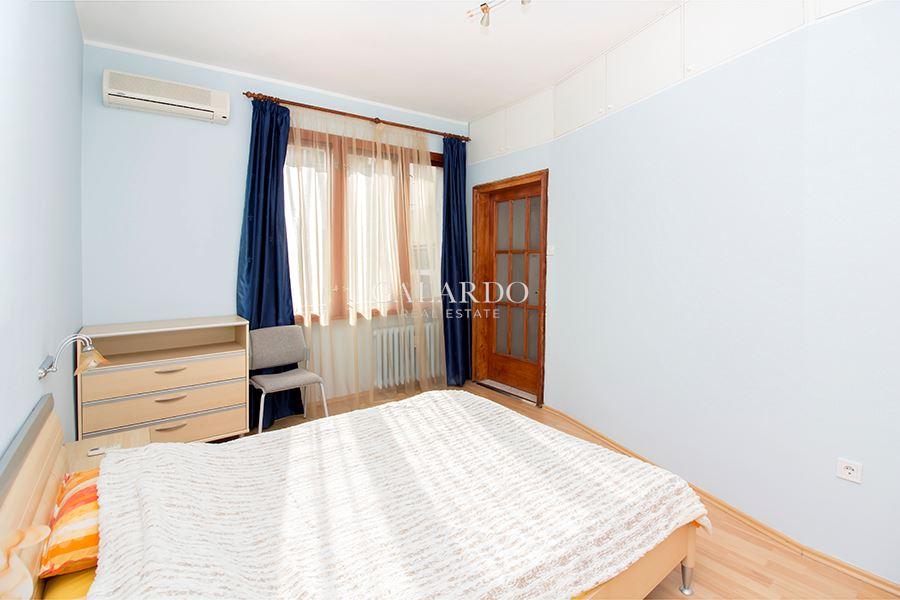 Уютен и функционален апартамент в района на НДК