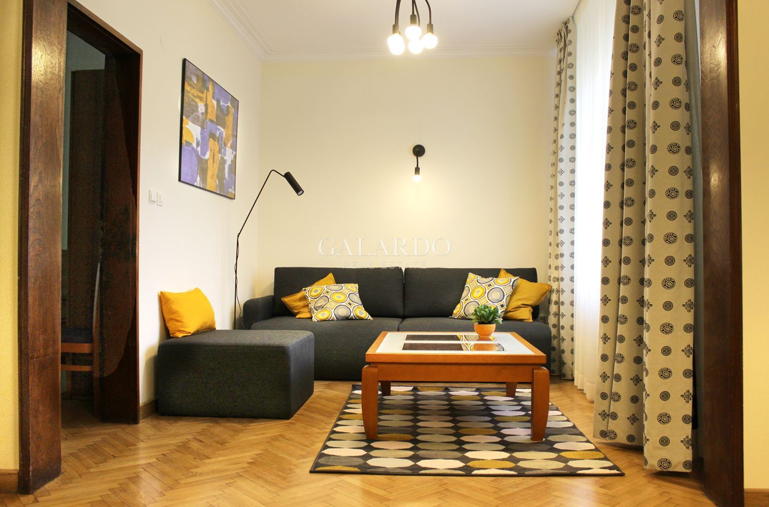 Lovely apartment on a quiet and green street near the National Palace of Culture