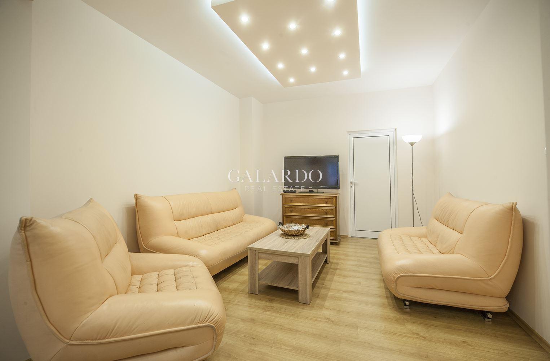 Голям комфортен апартамент в центъра на София