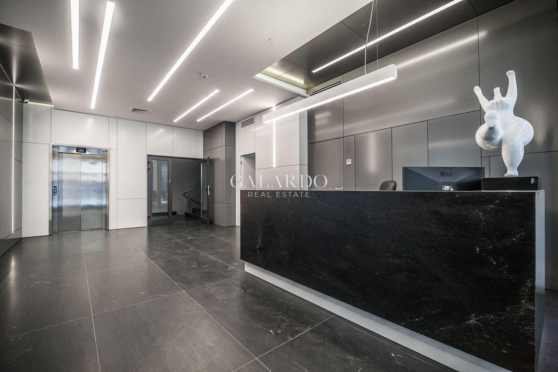 Офис в нова бизнес сграда