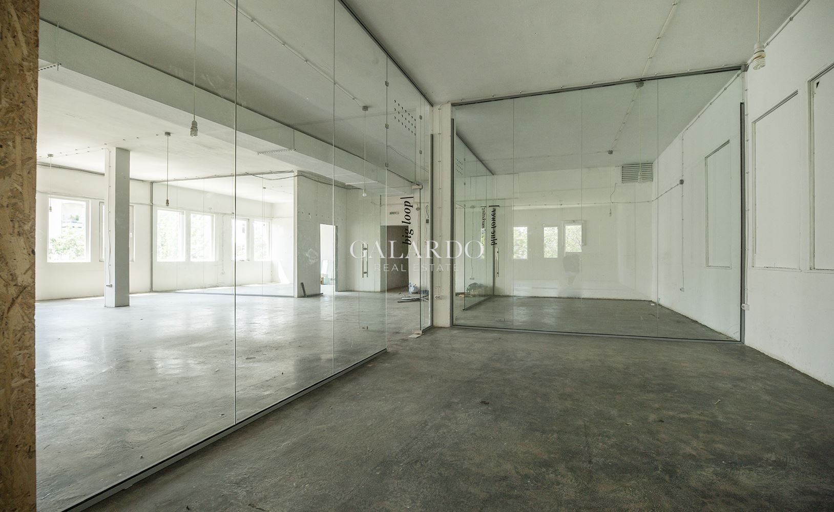 Офис в емблематична сграда в София