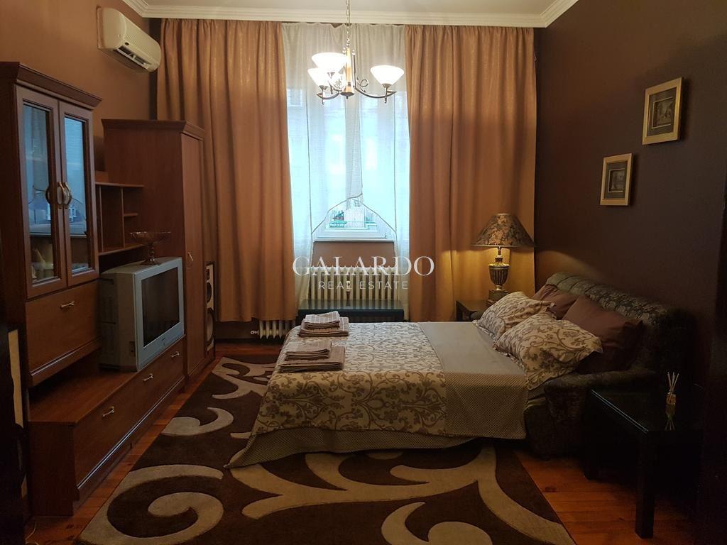 Тристаен апартамент на бул. Васил Левски