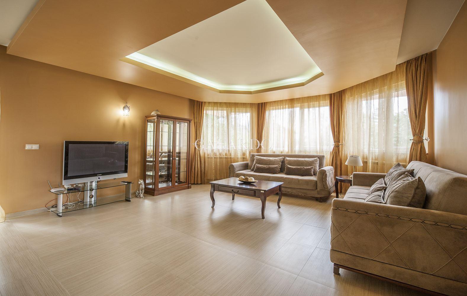 Къща в Драгалевци с 4 спални за под наем