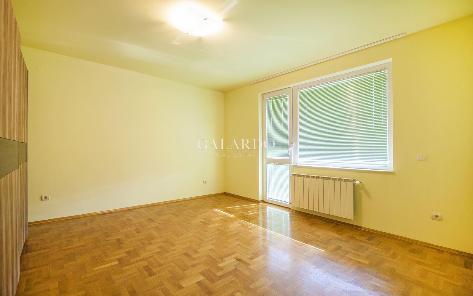 Просторен тристаен апартамент до бул. Гоце Делчев
