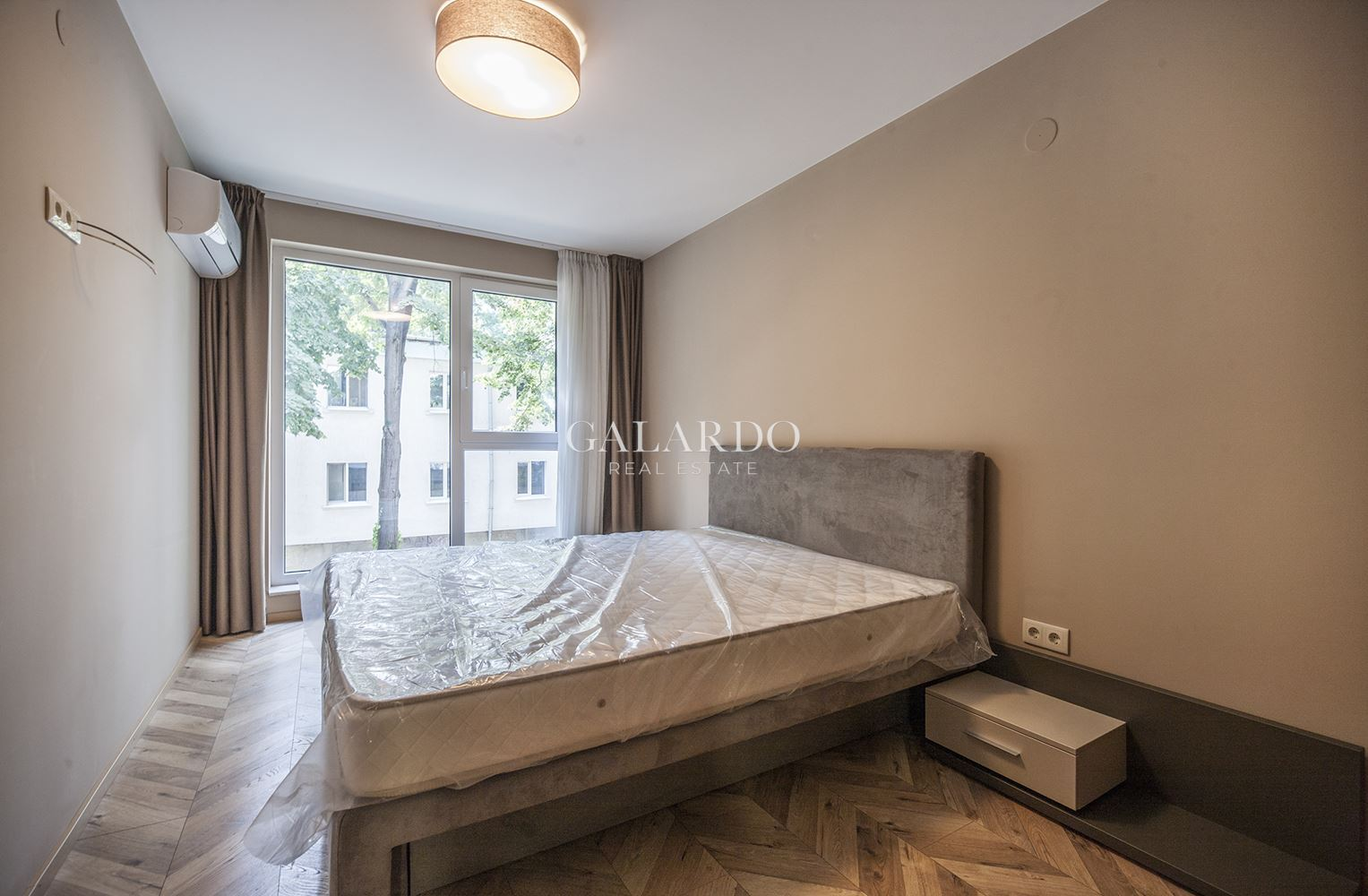 Modern one bedroom apartment in a building with concierge near South Park, Lozenets