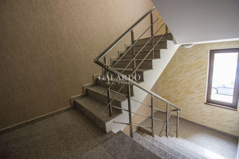 Самостоятелна сграда на четири етажа в центъра на София