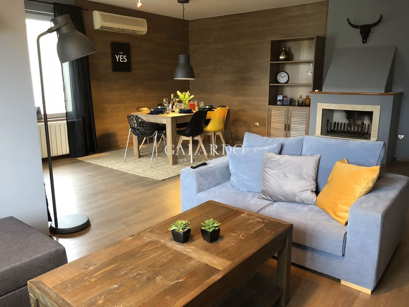Четиристаен апартамент под наем в Изток