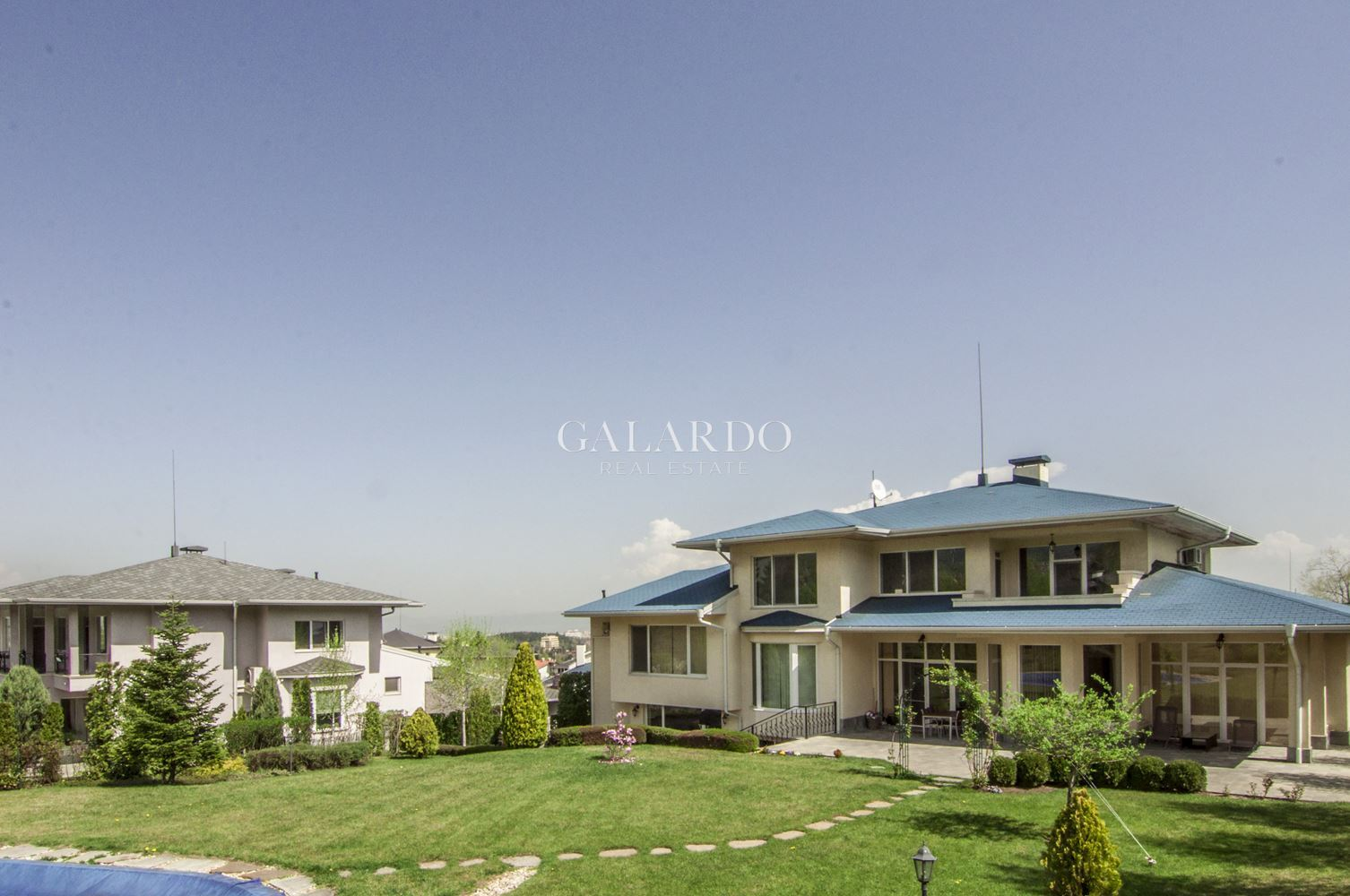 Luxury house with swimming pool at the foot of Vitosha Mountain
