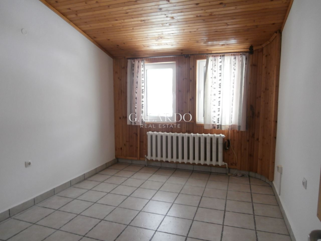 House in Dragalevtsi quarter with unique views of Sofia and Vitosha