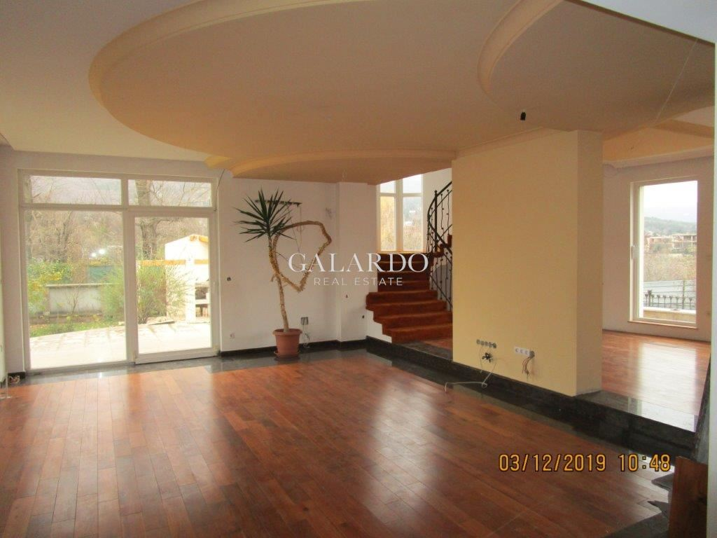 Spacious house with amazing panorama in Boyana
