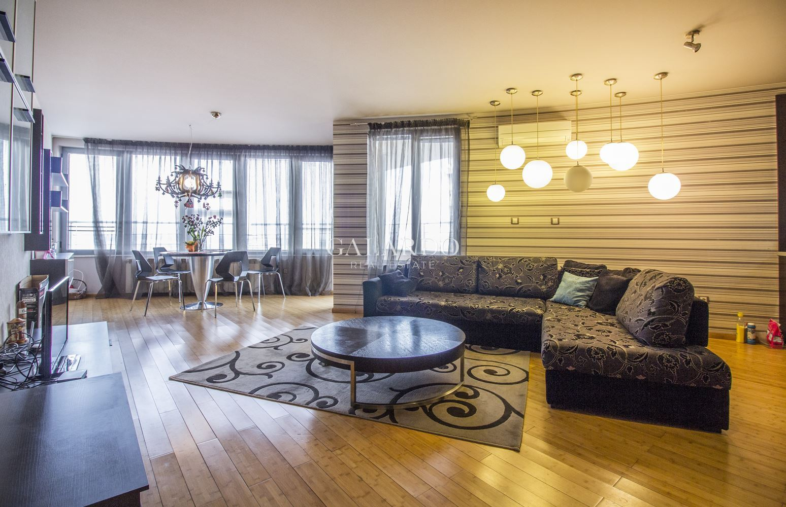 One bedroom panoramic apartment for rent near metro station