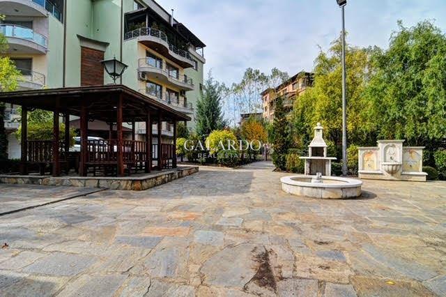 Необзаведен тристаен апартамент в затворен комплекс, кв.Витоша