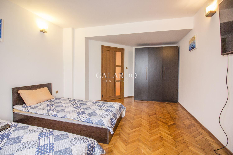 Тристаен апартамент в центъра на София