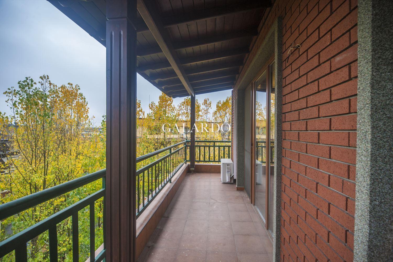 Обзаведен четиристаен апартамент на две нива в затворен комплекс, кв.Витоша