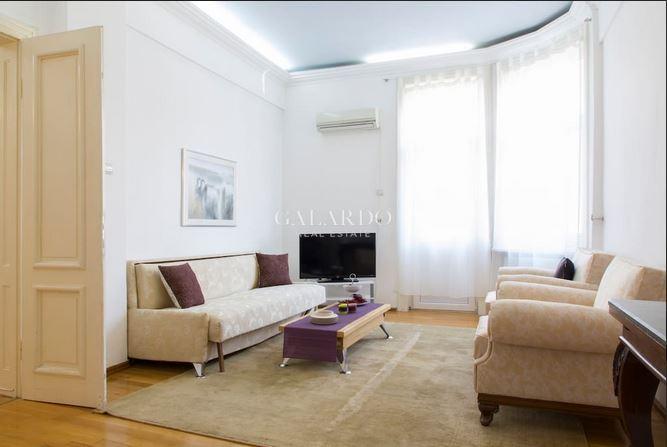 Аристократичен двустаен апартамент под наем в емблематична сграда на ул.Московска