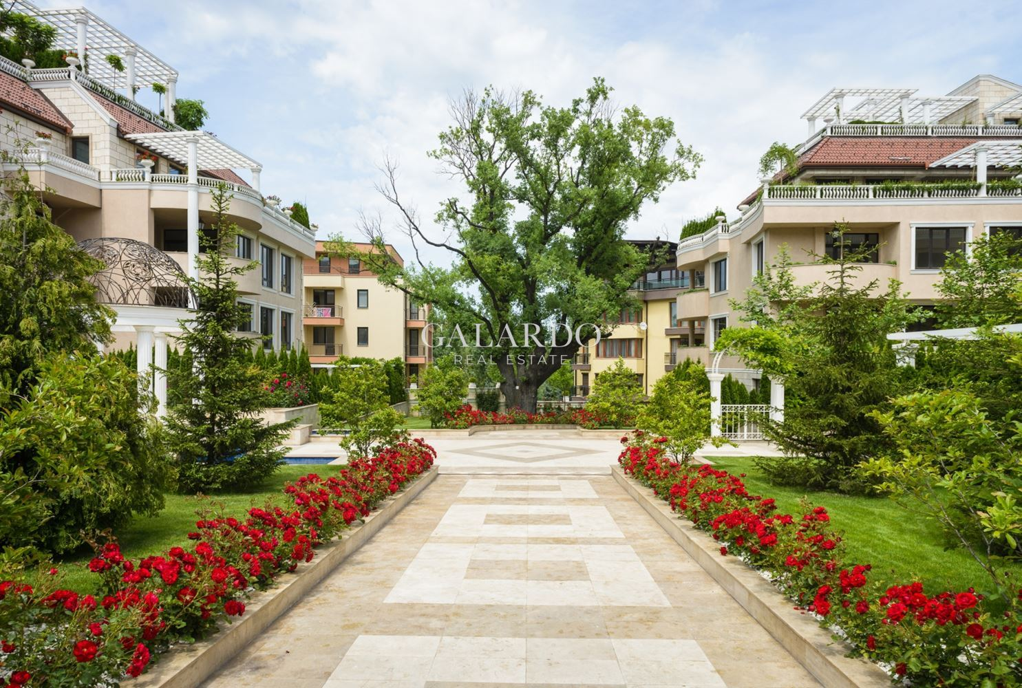 Просторен и стилен апартамент в комплекс Belle Rose