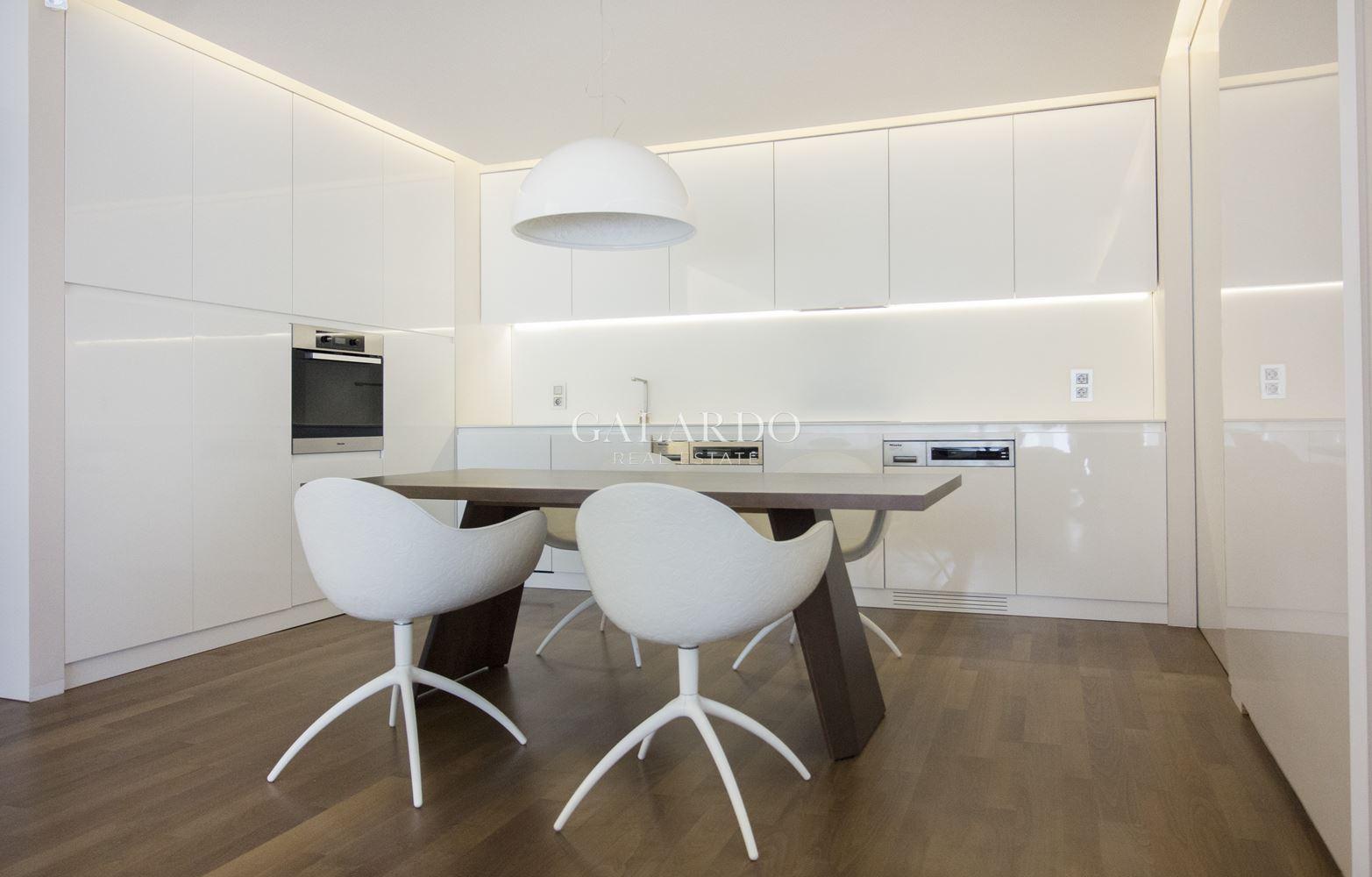 Дизайнерски апартамент за продажба  в група Южен парк