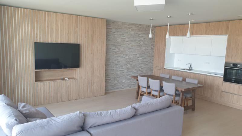 Тристаен апартамент за продажба на бул.България в сграда на годината