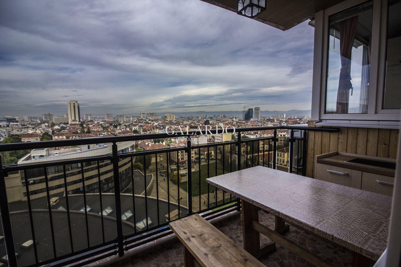 Просторен апартамент с уникална панорама към целия град и Витоша в центъра до НДК