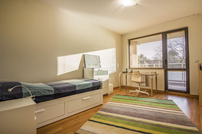 Слънчев многостаен апартамент до Оборище