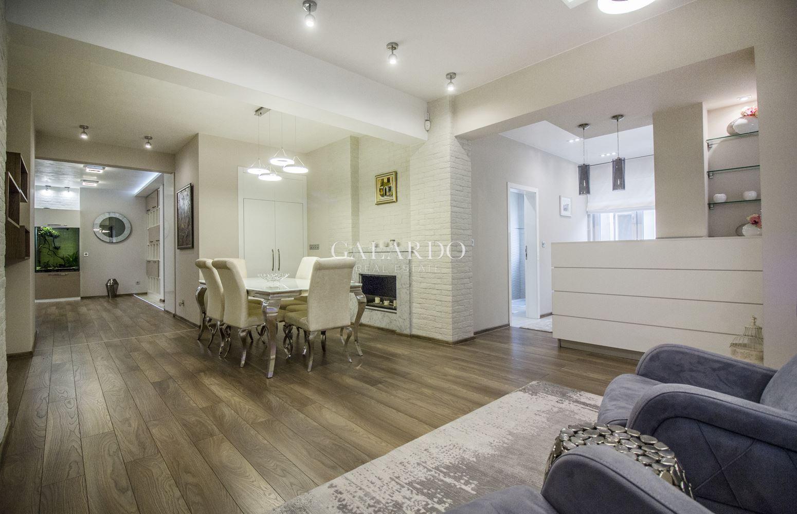 Луксозен напълно обзаведен изключително стилен апартамент в идеален център