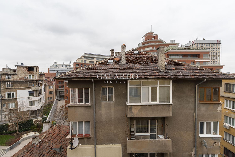 Уютен и светъл  апартамент с гараж в района на ул.Оборище