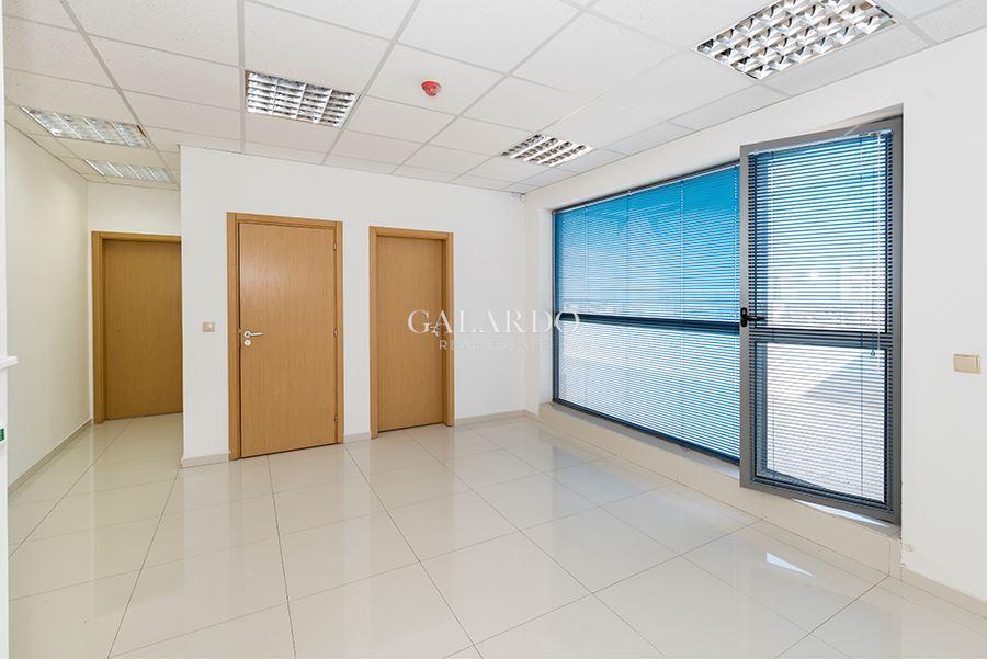 Офис с комуникативна локация