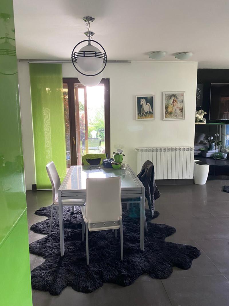 Тристаен апартамент за продажба  в затворен комплекс Флора Парк