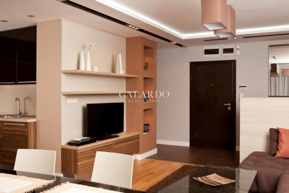 Luxury three-bedroom apartment in a modern building near the center