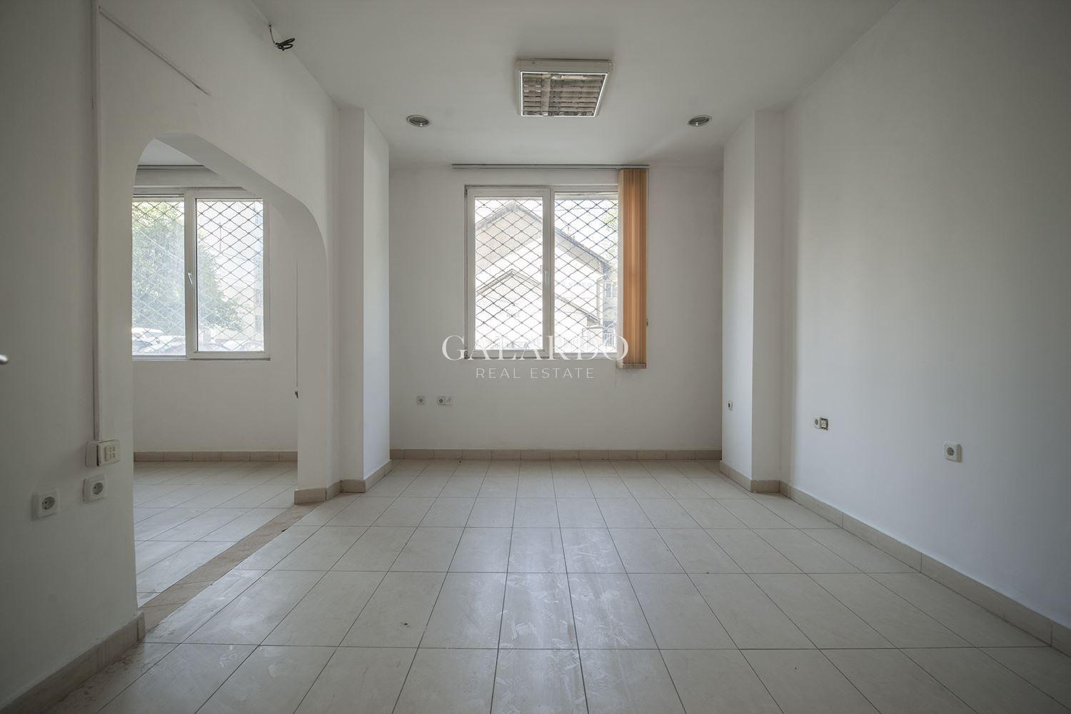 Unfurnished shop in Borovo  District