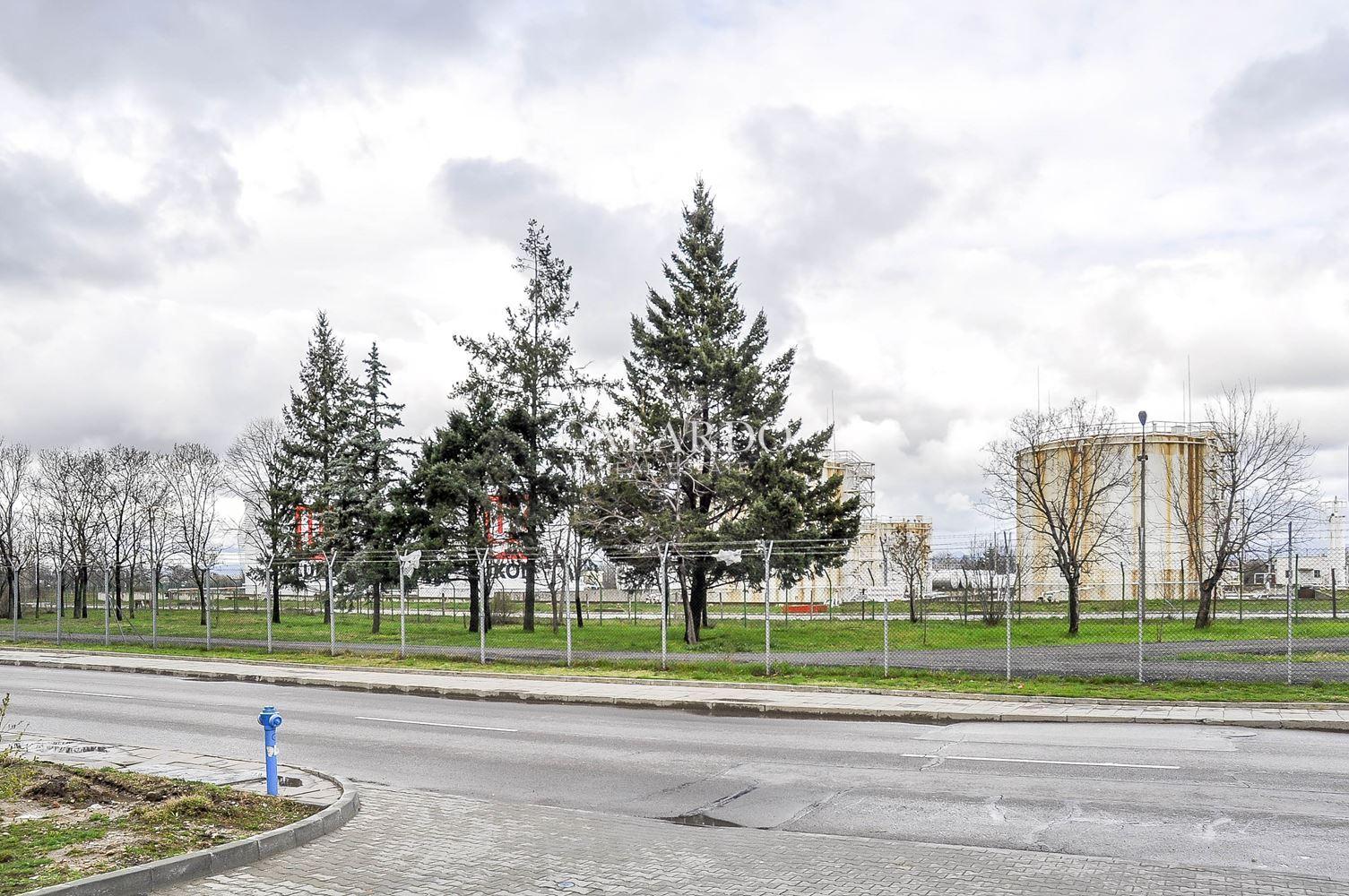 Парцел в близост до Летище София