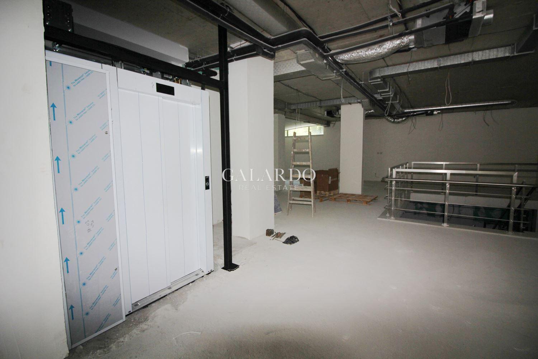 Търговско помещение в сграда клас А