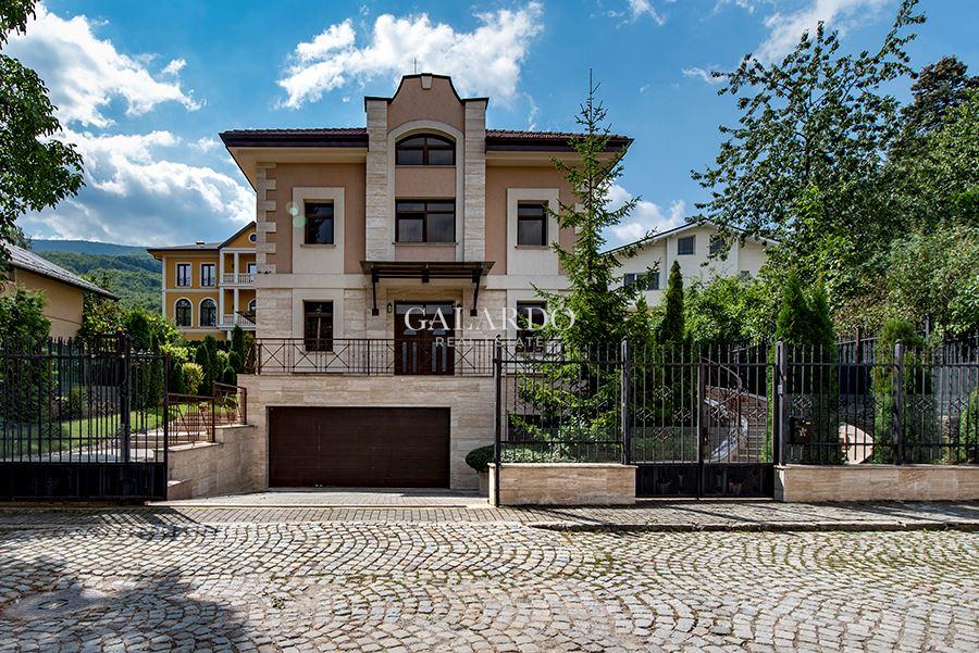 Изключителен имот, на метри от ул.