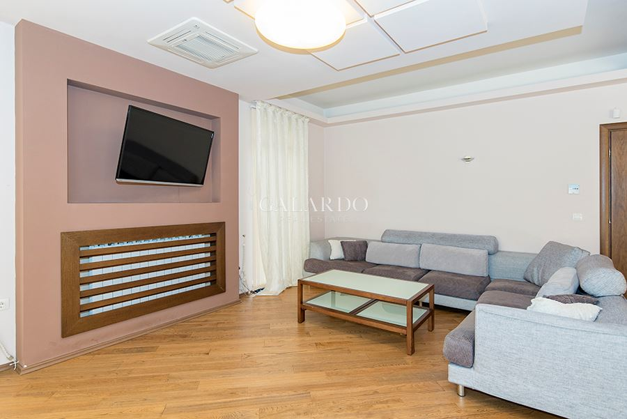 EXCLUSIVE PROPERTY meters from Sekvoia str.
