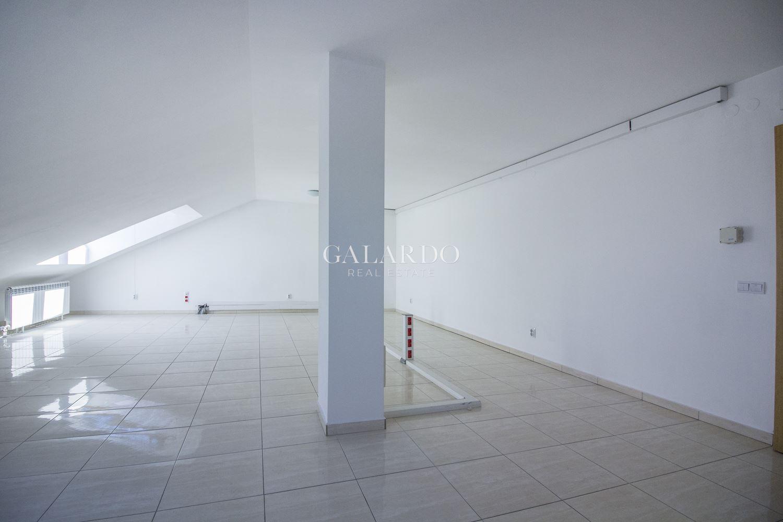 Просторен офис на самостоятелен етаж