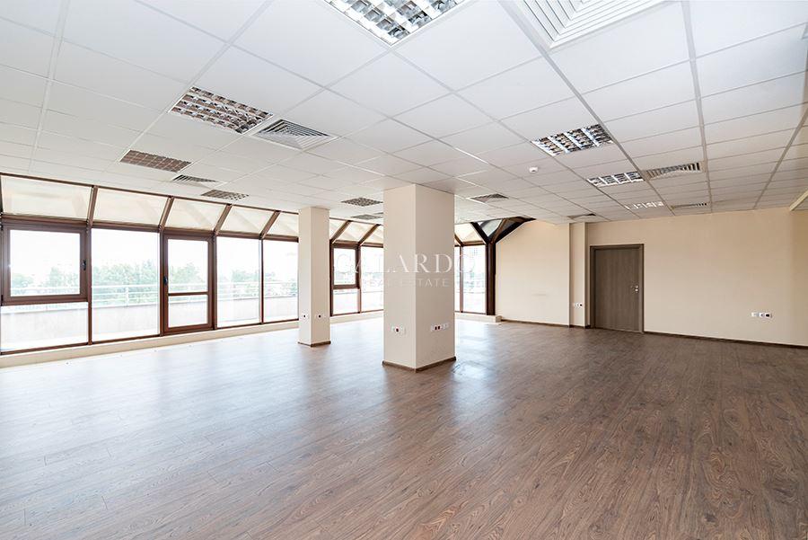 Слънчев офис в студентски град
