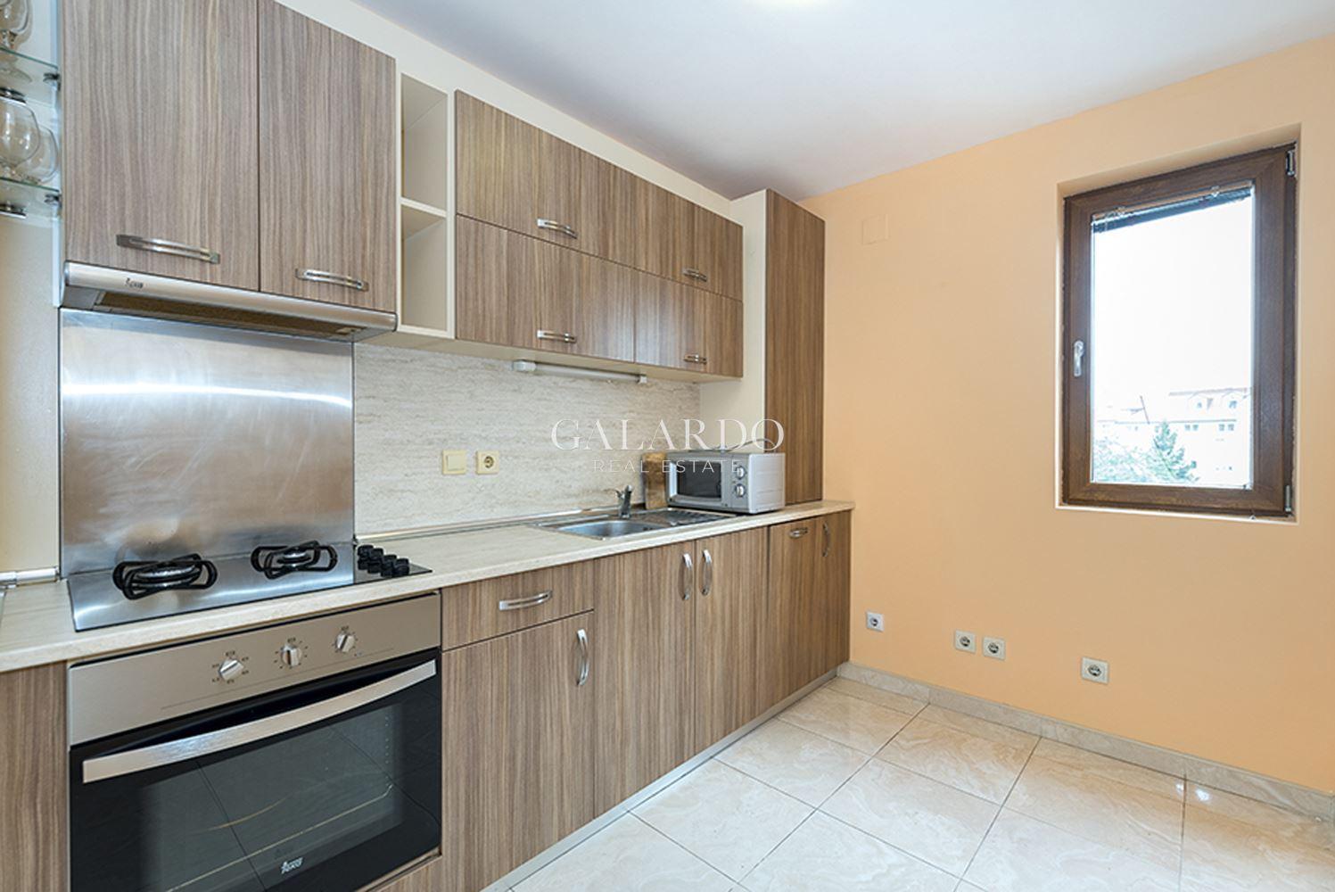 Обзаведен апартамент с две спални в затворен комплекс в кв. Витоша