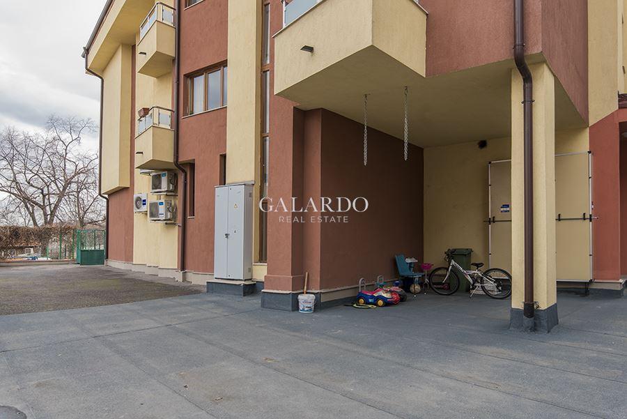 Просторен апартамент в центъра на Драгалевци