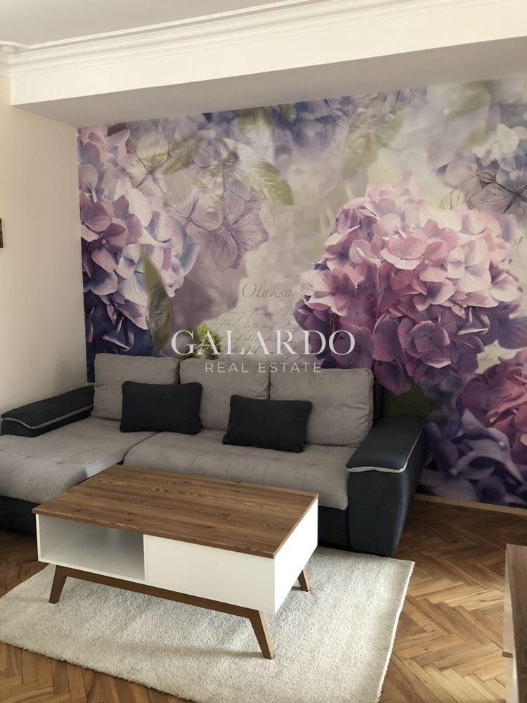 Тристаен апартамент за инвестиция в центъра на София