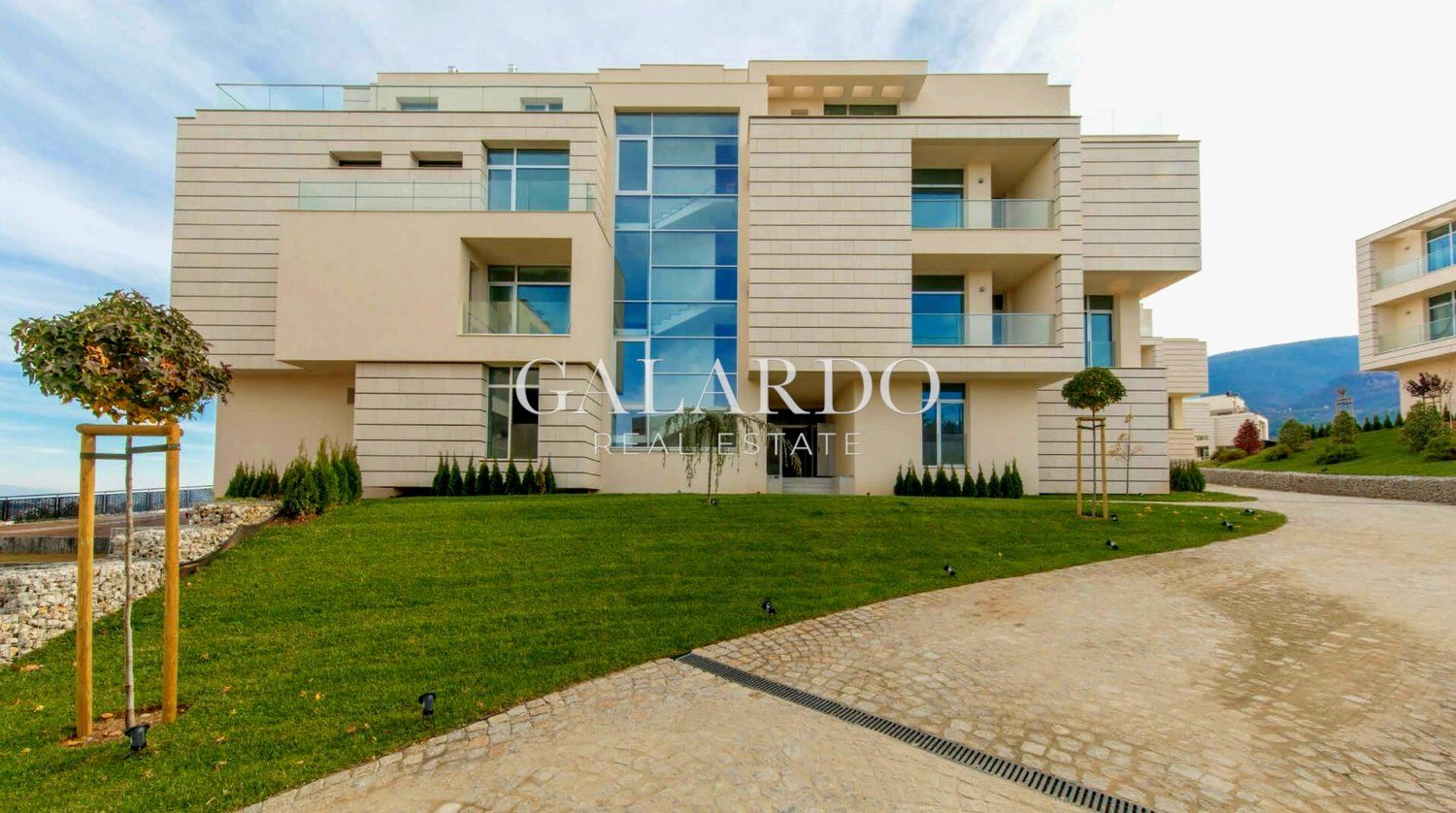 Unique apartment with three bedrooms and yard in gated complex in Boyana