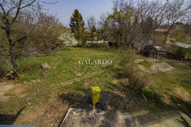 Къща с голям двор и прекрасна панорама до парк Витоша