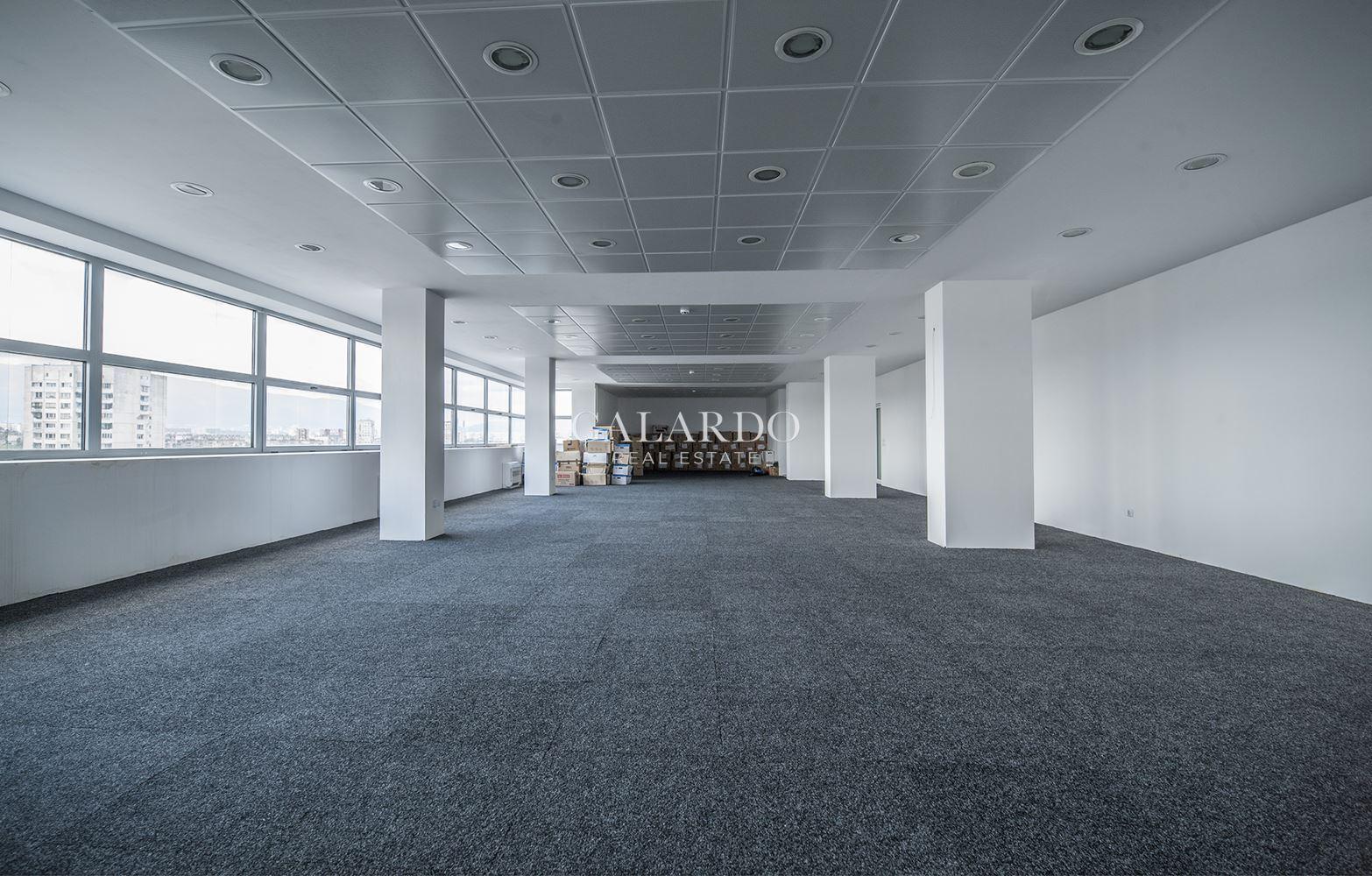 Просторен офис в представителна сграда